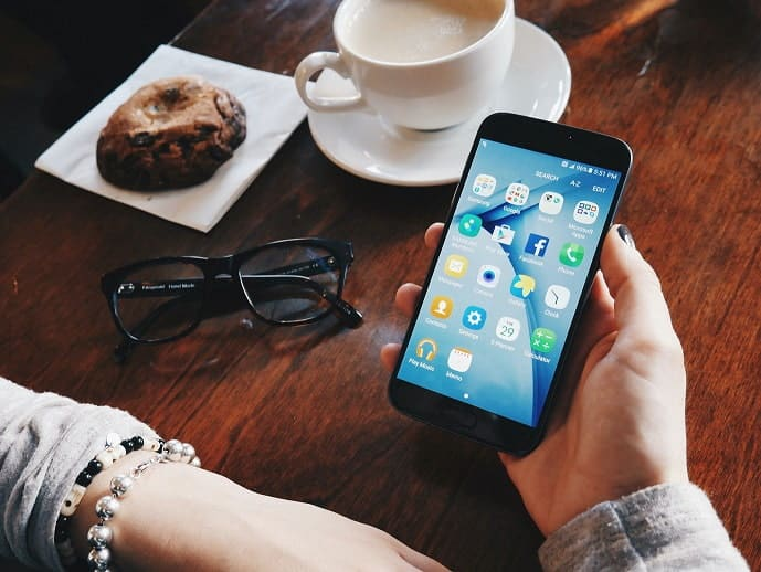 Social Media Communication: What Challenges Does It Entail?